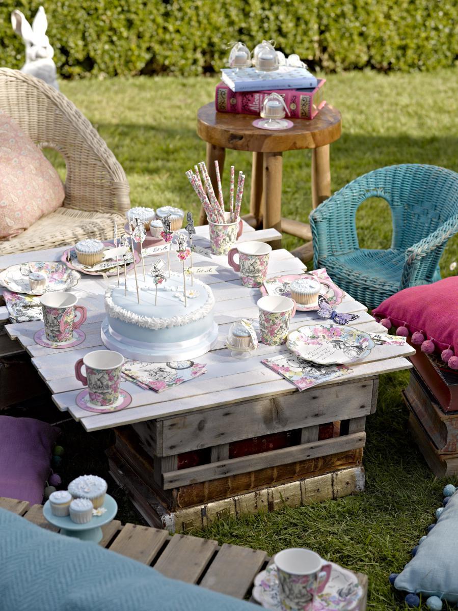 Mit Alice im Wunderland eine zuckersüße Tea Party feiern! | Baby ...