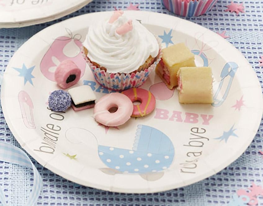 Feier Taufe mit süßer Deko mit Baby-Motiven in Pastell