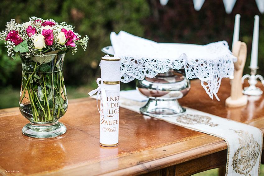 Taufaltar - luftigleicht und festlich zugleich mit tollen Details und Wimpelketten(c) Carletto Photography www.carletto.at