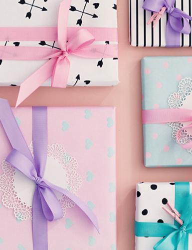 Verschicke kleine Geschenke an die Bald-Mama