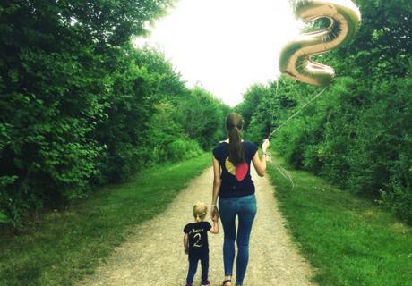Mama mit Tochter an ihrem 2. Geburtstag