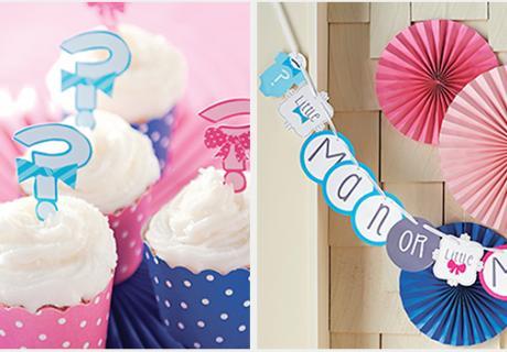 Cupcakes in Pink und Blau und ein Banner zur Gender Reveal