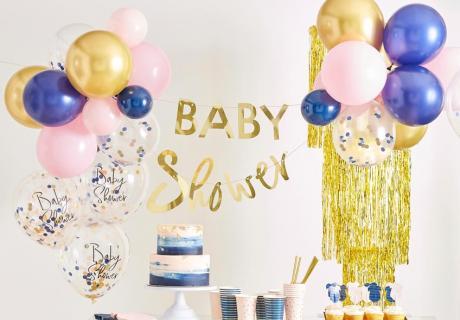Dekorier deine Babyparty modern in Rosa, Blau & Gold