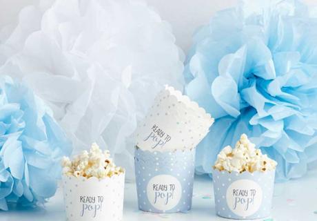 Aus unseren praktischen Boxen zur Babyparty lässt sich Popcorn und anderes Knabberzeug am besten Naschen!