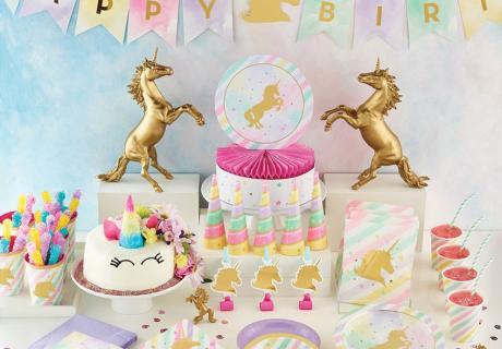 In den zarten Pastellfarben ist die zauberhafte Einhorn-Deko wie gemacht für den ersten Geburtstag kleiner Mädchen