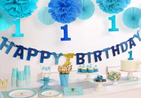 Geburtstagsdeko in königlichem Blau und Gold