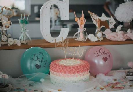 Torten-Idee in Rosa und Mint für die Gender Reveal Party © c.loves.c