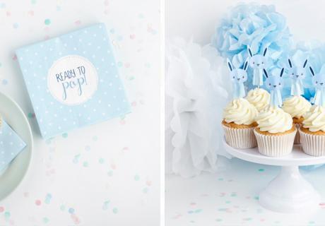 Hellblaue Servietten mit Polka Dots und niedliche Häschen für deine Jungen-Babyparty