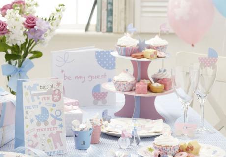 Zuckersüße Taufdeko in Pastell mit Baby-Motiven