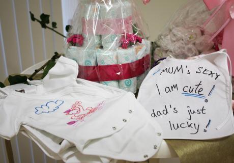 Bodys selbst bemalen macht Spaß und ist zudem ein tolles Geschenk für das Baby - das Zubehör findet ihr bei uns im Shop