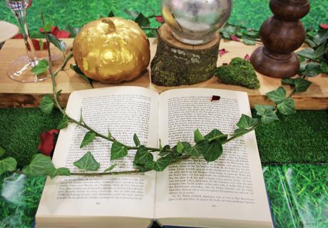 Für die Babyparty Deko eignet sich wunderbar ein Märchenbuch